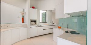 Villa in Sol de Mallorca - Spektakuläres Neubau-Anwesen nah am Wasser (Thumbnail 9)