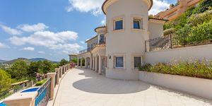 Mediterranean style villa with panoramic sea view in Santa Ponsa (Thumbnail 8)