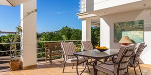 Detached villa with pool and panoramic views up to the sea (Thumbnail 2)