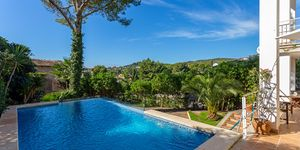 Detached villa with pool and panoramic views up to the sea (Thumbnail 3)
