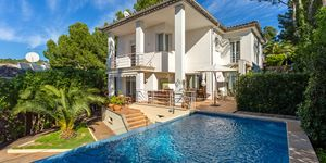 Detached villa with pool and panoramic views up to the sea (Thumbnail 1)