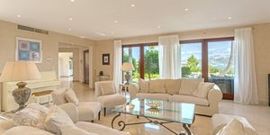 Luxury property in sought-after location for sale (Thumbnail 4)