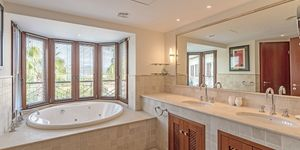 Luxury property in sought-after location for sale (Thumbnail 9)