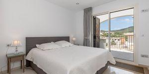 Moderní rohový dům u pláže s panoramatickým výhledem na Malorce (Thumbnail 10)