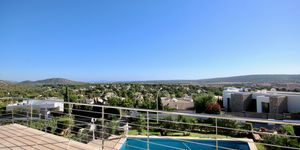 Moderne Villa in bester Lage und traumhaftem Panorama-Meerblick (Thumbnail 1)