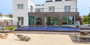 Modern villa for sale with views to the Palma bay (Thumbnail 1)