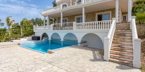 Dream villa with sea views in Santa Ponsa (Thumbnail 3)