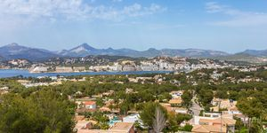 Dream villa with sea views in Santa Ponsa (Thumbnail 1)