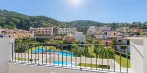 Modern terraced house within walking distance to the beach in Camp de Mar. (Thumbnail 9)