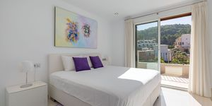 Modern terraced house within walking distance to the beach in Camp de Mar. (Thumbnail 10)