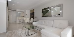Modern terraced house within walking distance to the beach in Camp de Mar. (Thumbnail 5)