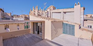 High-end townhouse with private terrace, sauna, pool and views to the cathedral of Palma (Thumbnail 1)