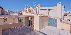Luxus-Wohnen in Kathedralennähe – Edles Stadthaus in Palma (Thumbnail 1)