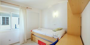 Sea view apartment with restaurant located 50 m from the beach, Portixol, Palma (Thumbnail 6)