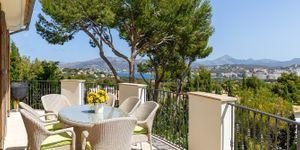 Nice Villa with sea views in Nova Santa Ponsa (Thumbnail 1)
