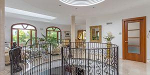 Villa in exklusiver Wohnlage und Meerblick (Thumbnail 8)