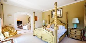 Einzigartige Luxusvilla in Esporles mit Traumblick auf malerische Seenlandschaft (Thumbnail 8)