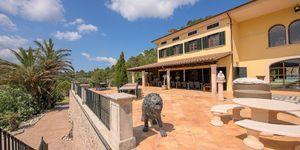 Einzigartige Luxusvilla in Esporles mit Traumblick auf malerische Seenlandschaft (Thumbnail 2)