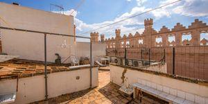 Impressive townhouse with private roof terrace in La Lonja, Palma de Mallorca (Thumbnail 1)