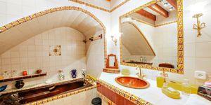 Impressive townhouse with private roof terrace in La Lonja, Palma de Mallorca (Thumbnail 6)