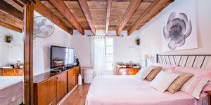 Impressive townhouse with private roof terrace in La Lonja, Palma de Mallorca (Thumbnail 10)