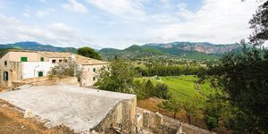 Historical property in Puigpunyent with large grounds (Thumbnail 3)