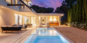 Modern property with partial sea view in sought after location of Santa Ponsa (Thumbnail 3)