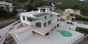 Spacious luxury villa with seven bedrooms in the environments of Son Vida (Thumbnail 1)