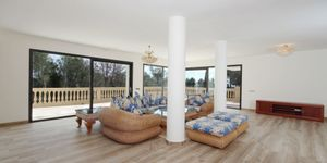 Spacious luxury villa with seven bedrooms in the environments of Son Vida (Thumbnail 3)