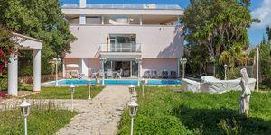 Spacious family villa close to the beach (Thumbnail 1)