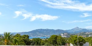 Villa in Santa Ponsa - elegante Immobilie mit Panoramablick bis zur Bucht (Thumbnail 1)