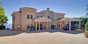 Sol de Mallorca: Comfortable luxurious villa in 1st sea line (Thumbnail 1)