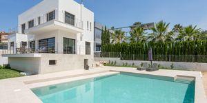 Luxusní vila s výhledem na moře v oblíbené obci Santa Ponsa, Malorka (Thumbnail 1)