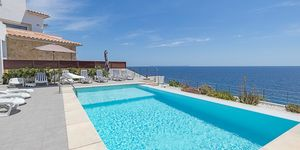 Modern villa in the first line of the sea in Cala Pi (Thumbnail 3)