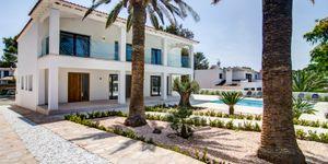 Modern villa close to the sea in Santa Ponsa (Thumbnail 1)
