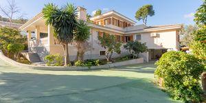 Großzügige Villa in zentraler Lage und großem Grundstück (Thumbnail 1)