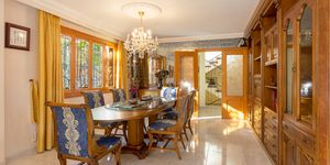 Großzügige Villa in zentraler Lage und großem Grundstück (Thumbnail 4)