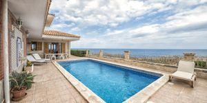 Villa in erster Meereslinie in Portocristo mit Lizenz zur Ferienvermietung (Thumbnail 1)