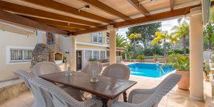 Family villa in Nova Santa Ponsa for sale (Thumbnail 2)