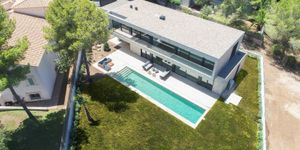 Modern new build villa with pool in Santa Ponsa (Thumbnail 3)