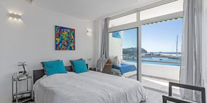 Stylisches Meerblick Apartment bei Port Adriano in erster Meereslinie (Thumbnail 6)