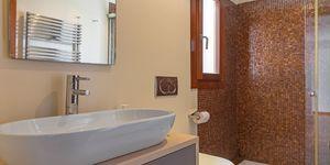 Villa im modernen Baustil in 2. Meereslinie mit Ferien-Vermietungslizenz (Thumbnail 9)