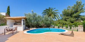 Charming house with pool in a quiet residential area (Thumbnail 2)