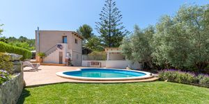 Charming house with pool in a quiet residential area (Thumbnail 1)