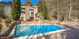 Historic finca with guest house in the middle of nature in Puigpunyent (Thumbnail 1)