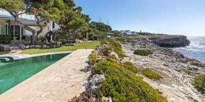 Středomořská vila v první linii s výhledem na moře v klidné lokalitě, Portopetro, Malorka (Thumbnail 1)