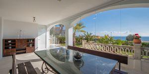 Luxuriöses Apartment mit privatem Garten und tollem Meerblick in Cala Vinyas (Thumbnail 3)