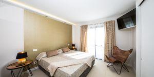 Luxuriöses Apartment mit privatem Garten und tollem Meerblick in Cala Vinyas (Thumbnail 8)