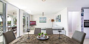 Luxuriöses Apartment mit privatem Garten und tollem Meerblick in Cala Vinyas (Thumbnail 4)