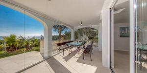 Luxuriöses Apartment mit privatem Garten und tollem Meerblick in Cala Vinyas (Thumbnail 2)